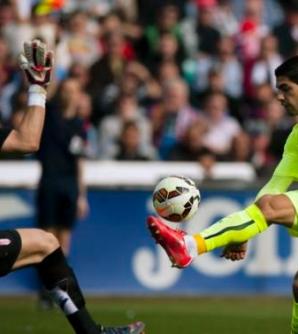 Suarez leads Barca to win, Bueno scores 4 for Rayo