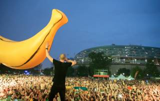 Come here to watch raining bananas festival!