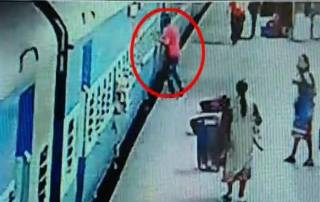 Shocking video: Woman dies while getting off moving train in Mumbai