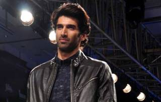 Aditya serenades Delhi fangirls with his rendition of 'Fitoor'