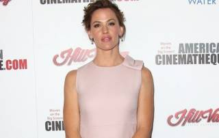 Jennifer Garner stopped by police to take selfie