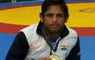 Indians win 4 more gold in wrestling, Pak get one