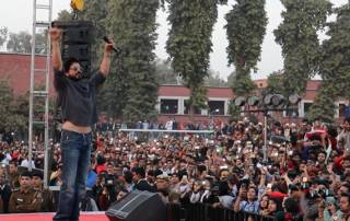 ABVP protests at Shah Rukh's event in Delhi