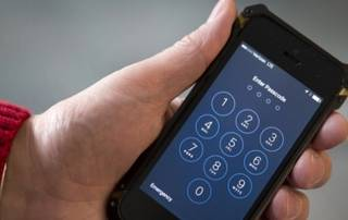 US would let Apple keep software to help FBI hack iPhone