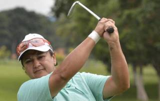 Smriti fires three-under to grab early lead