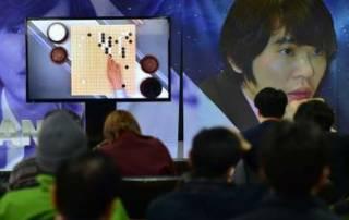 AlphaGo: Google beats South Korean Go grandmaster Lee Se-dol in first contest