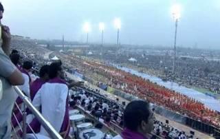 Sri Sri's AOL event: Rain plays spoilsport; Saturday morning yoga session cancelled
