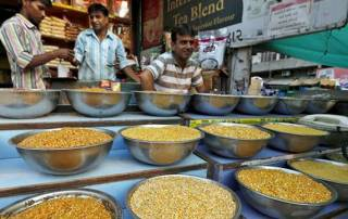 Inflation stays negative for 16th month, falls (-)0.91% in Feb