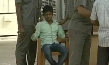 Youth tries to fling chappal towards Nitish at 'Janata Darbar'