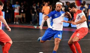 Gigg's team wins, Ronaldinho in losing side in Premier Futsal