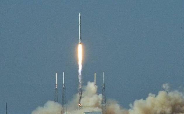 SpaceX propels cargo to space station, lands rocket