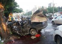 Five killed after a speeding car rammed into tree in Mumbai