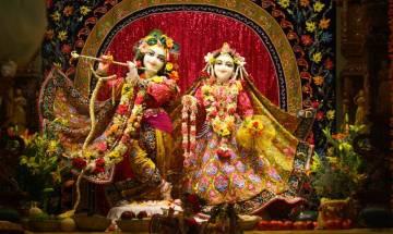 Girgaum Chowpatty offered 5,243-fruit bhoga to mark Krishna Janmashtami
