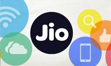 Twitterati on Reliance Jio 4G Launch: 'Itni Shakti hamein dena DATA, Reliance pe vishwas kamjor ho naa'
