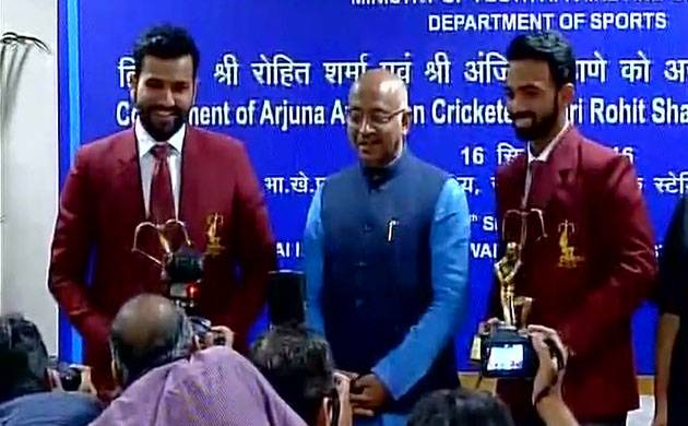 Sports Minister Vijay Goel honours Ajinkya Rahane, Rohit Sharma with Arjuna Awards (Twitter/ANI)