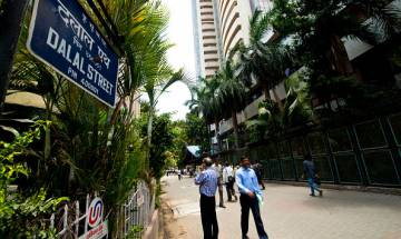 Indian stock markets record minor gains amid weak global cues