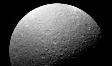 Saturn's moon Dione: The ocean is several tens of kilometres deep and surrounds a large rocky core