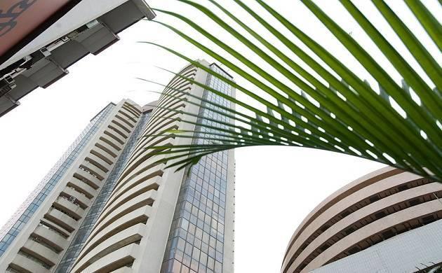 Sensex slumps over 475 pts on global sell-off