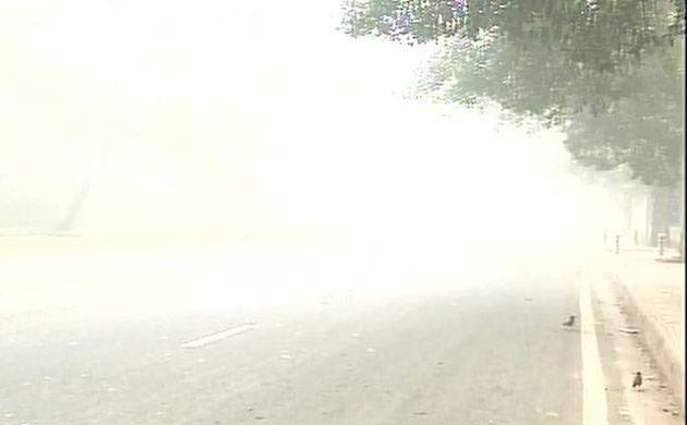 Delhi-NCR remains shrouded in a cover of thick smog (Image: ANI)
