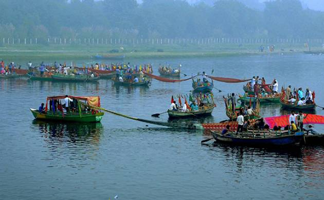 'Chhath Puja' final prayers were overed across North India on Monday (PTI Photo)