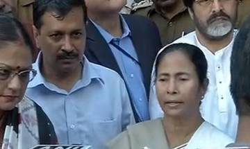 Currency ban: Mamata Banerjee, Arvind Kejriwal protest outside RBI office; demand roll back in 3 days