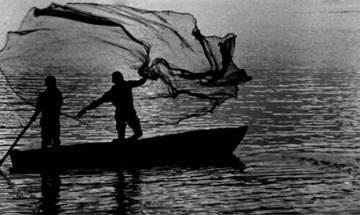Pakistan seizes 8 Indian fishing boats off Gujarat coast