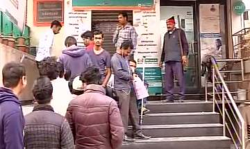 Salary Day: Heavy rush at banks, ATMs even as RBI pumps cash to ease cash crunch