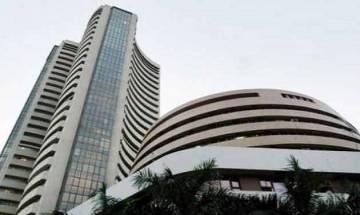 Sensex trades flat on weak global cues, IT stocks major losers