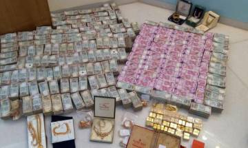 Watch: Rs 5.7cr in new Rs 2000 notes, 32kg in bullion seized from secret bathroom chamber of Hawala operator in Karnataka
