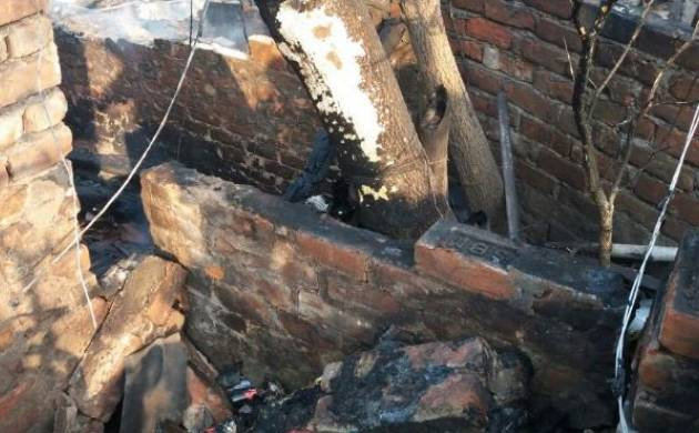 Kolkata: Two dead, more than 12 shanties gutted in fire after a cylinder blast (Image: ANI)