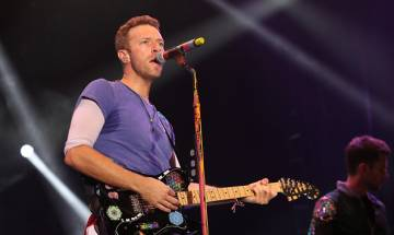 Coldplay frontman Chris Martin plays impromptu gig at homeless shelter in Manhattan