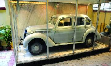 President Pranab Mukherjee to unveil Netaji's 'great escape' car on Wednesday