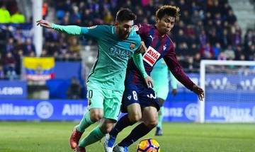 Barcelona close in on Madrid with thumping victory