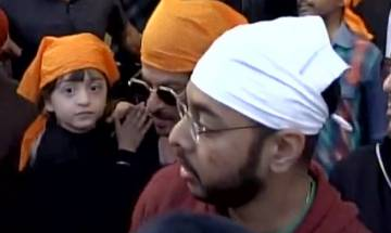 Video : Shah Rukh Khan with son AbRam offers prayers at Golden Temple in Amritsar