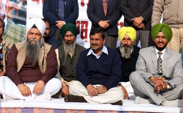 AAP national convenor and Delhi CM Arvind Kejriwal with other leaders (source: Getty)