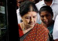 As it happened | Sasikala Natarajan hits out at Panneerselvam, says will give a big blow to the act of betrayal and disloyalty