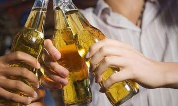 Heavy alcohol drinking habits over years may prematurely age arteries in men: Study