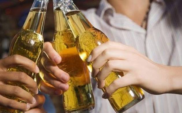 Heavy alcohol drinking habits over years may prematurely age arteries in men: Study (File Photo)