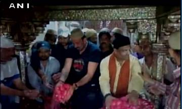 Sanjay Dutt pays a visit to Sheikh Salim's Dargah while shooting for 'Bhoomi'