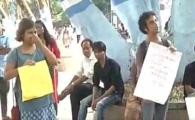 Students of Kolkata's Jadavpur University raise 'Azadi' slogans (Image Source ANI)
