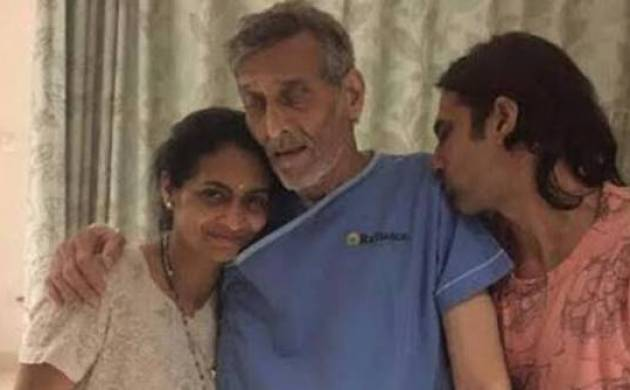 Is Vinod Khanna fighting bladder cancer? Photo ailing veteran actor with family goes viral