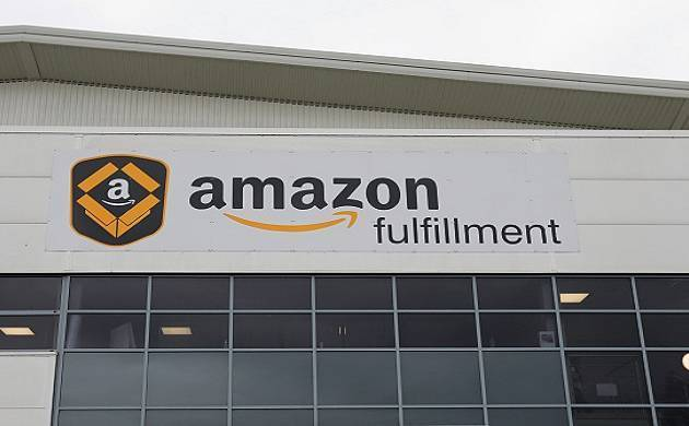 Amazon India is planning to foray into the mobile wallet space to take on rivals like Snapdeal and PayTM.