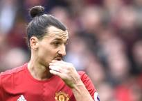 Ibrahimovic suffers knee injury in Europa League clash