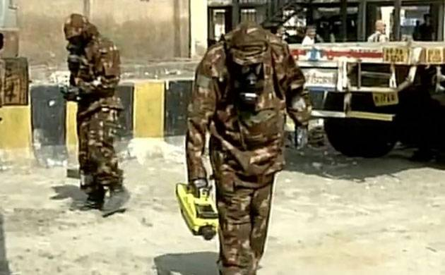 Tughlakabad gas leak: NDRF team rushes to spot after fresh complaints of odour (Photo: ANI)