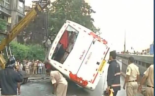 Mumbai: One killed, 34 injured as bus overturns in Dadar (Source-ANI)