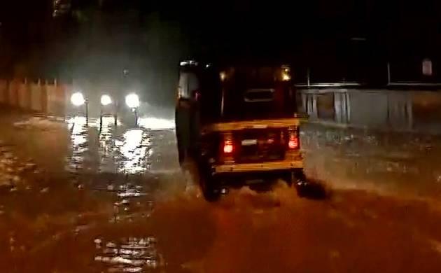Heavy rain lashed Mumbai late last night, many areas waterlogged (Image Source ANI)