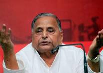 Mulayam attends dinner hosted by UP CM Adityanath