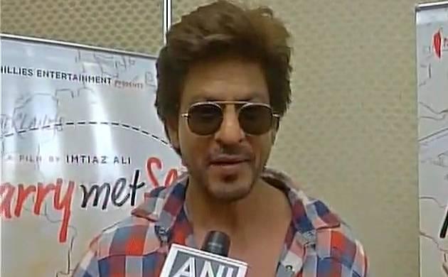 Shah Rukh Khan: Yoga cured my injured shoulder