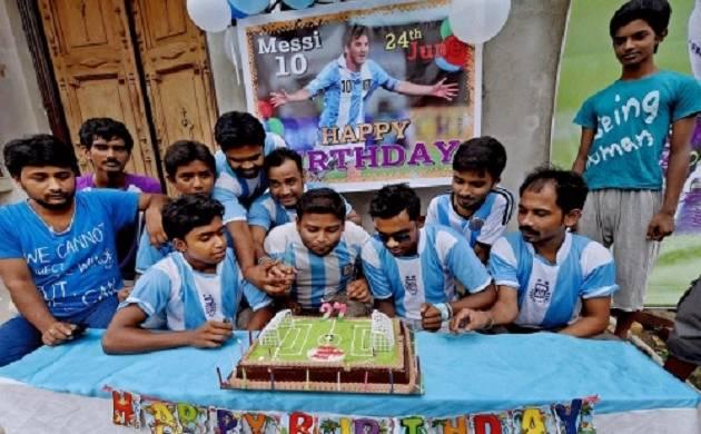 Kolkata Fan Club celebrates 30th birthday of footballer Lionel Messi
