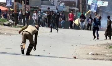 Eid-ul-Fitr: Stone pelting, clashes reported even as Kashmiris throng to mosques, eidgahs to celebrate festival